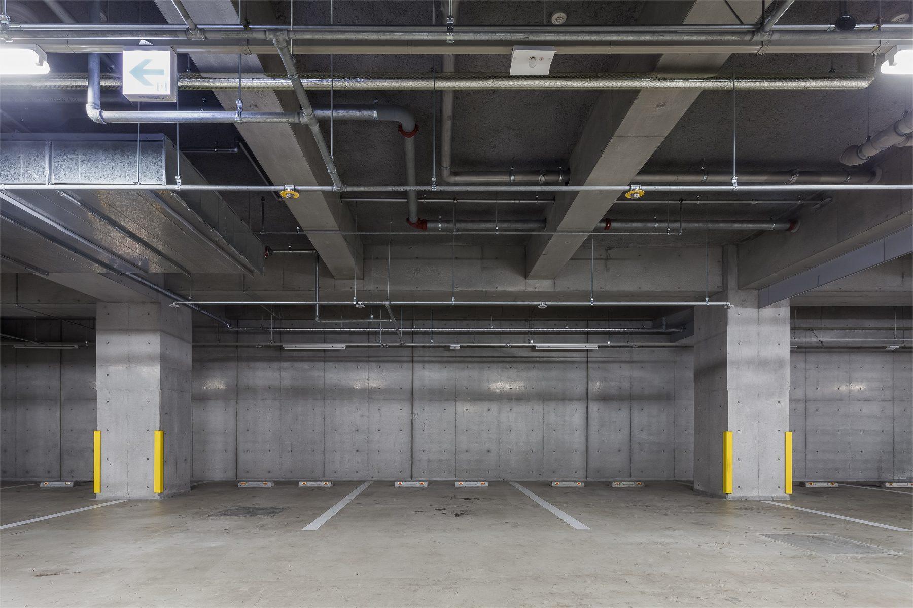 indoor parking condo Laval